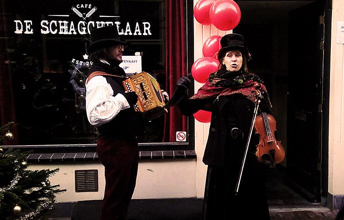dickens-straatje-emma-haarlem-kerst-muzikanten