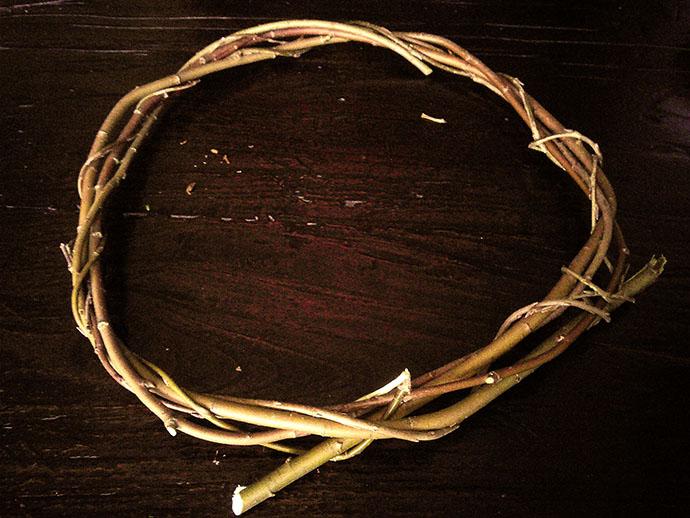 kerst-versiering-kransen-maken-wilg-tak