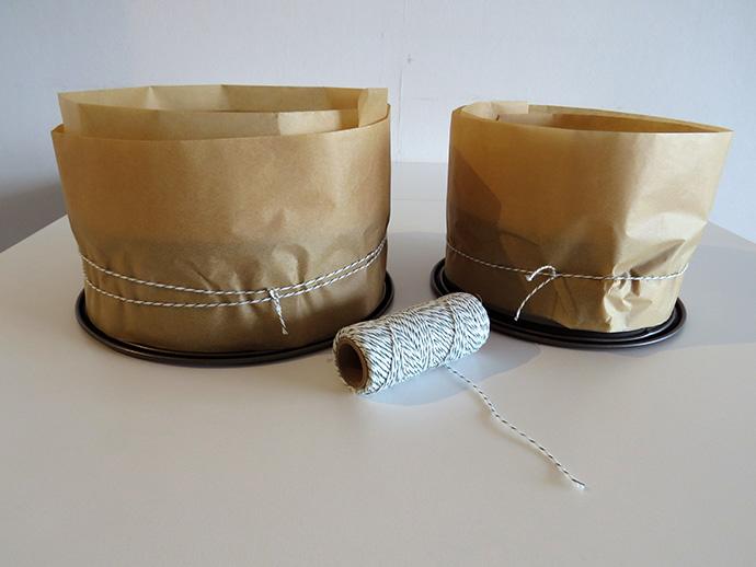 Plum Cake springvorm met bakpapier en touw