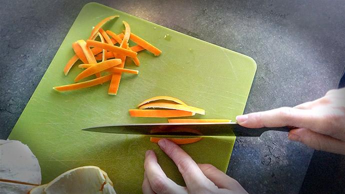 gekonfijte-sinaasappelschil-maken-snijden
