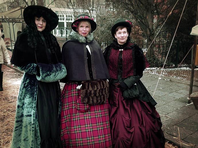 dickens-druten-kostuums-drie-victoriaanse-dames