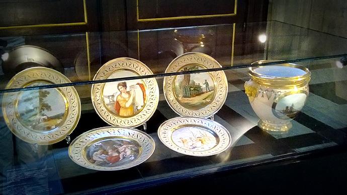 victoriaans-amsterdam-paleis-dam-guriev-servies-borden