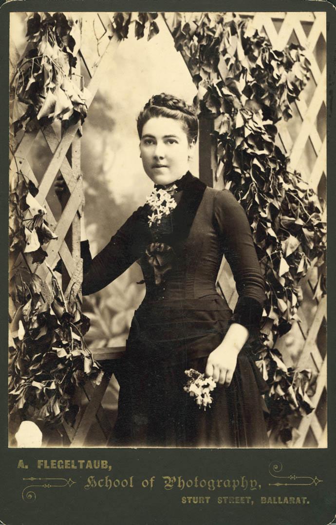 victoriaanse-mode-jonge-dame-foto
