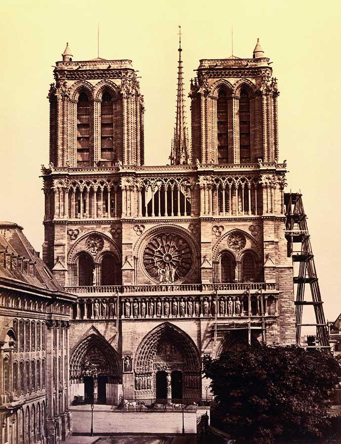 geschiedenis-notre-dame-19e-eeuw-baldus-1860s-torenspits