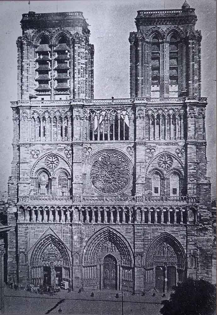 geschiedenis-notre-dame-19e-eeuw-facade-voor-1841