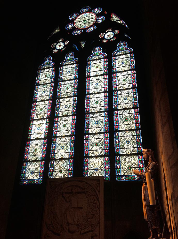 geschiedenis-notre-dame-19e-eeuw-glas-in-lood-venster
