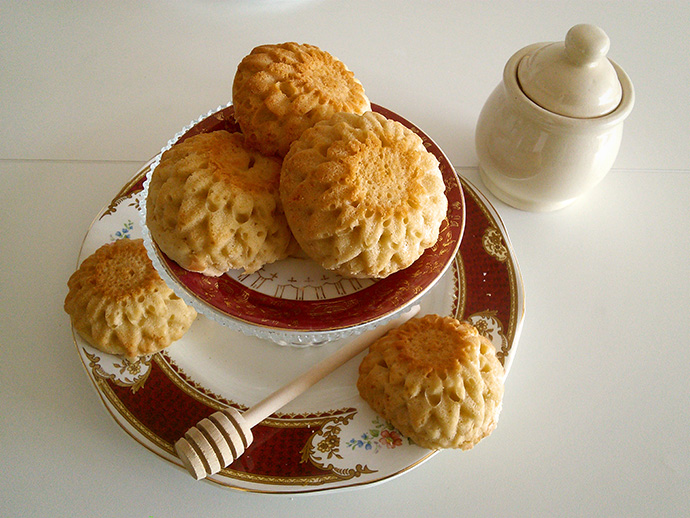 mrs-beeton-honing-cakes-bakken