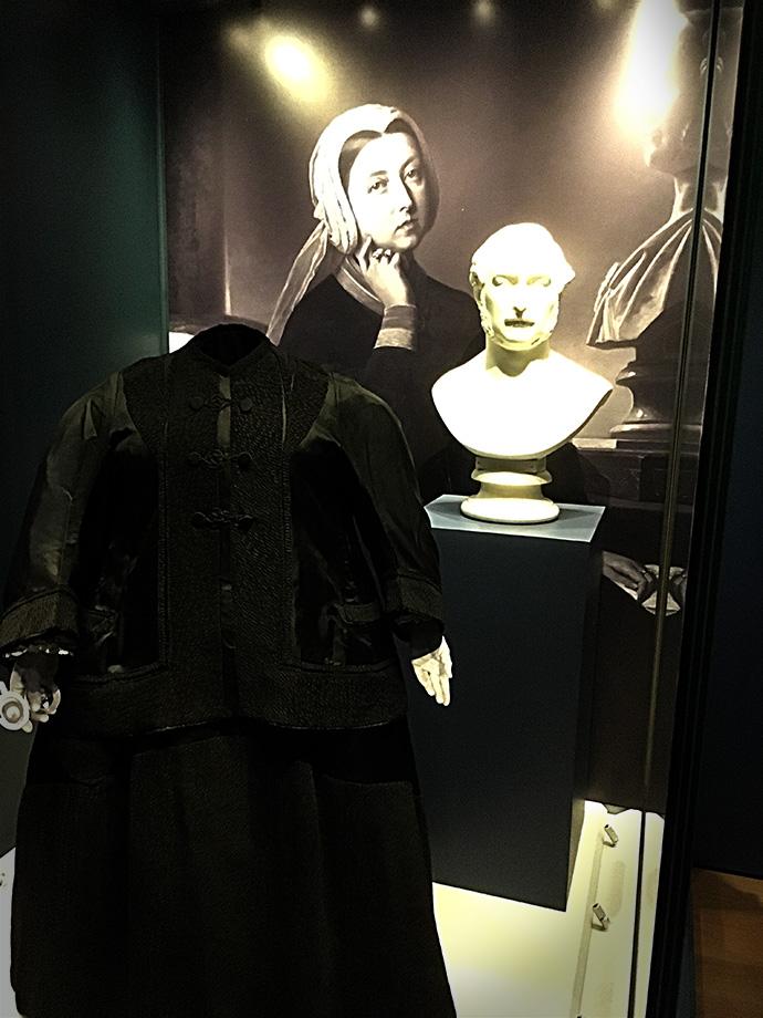victoria-tentoonstelling-kensington-palace-woman-crown-dood-albert-rouwkleding
