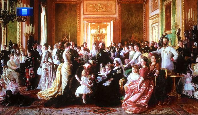 victoria-tentoonstelling-kensington-palace-woman-crown-familie