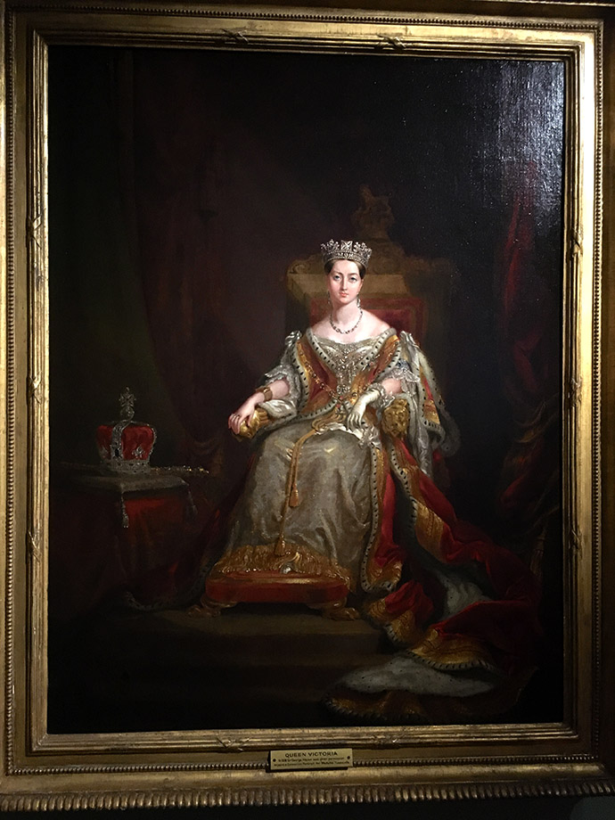 victoria-tentoonstelling-kensington-palace-woman-crown-kroning-portret