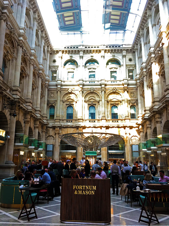 victoriaans-london-kleur-royal-exchange-fortnum-mason-resize