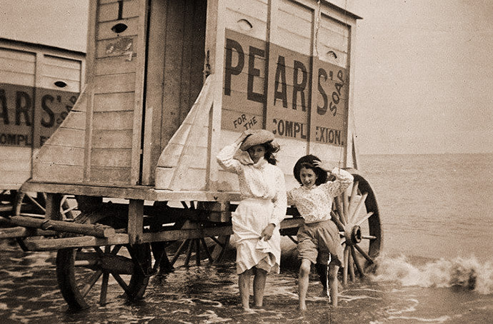 victoriaanse-vakantie-bathing-machine-1900