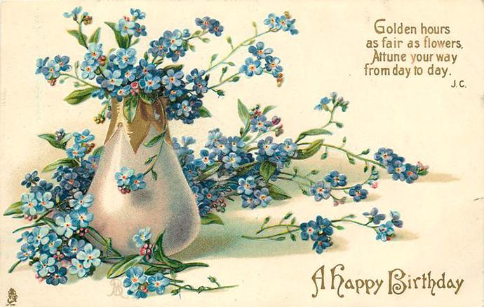 Een Edwaardiaanse verjaardagskaart met daarop een vaasje met blauwe vergeetmenietjes, uitgegeven door de firma Tuck & Sons in 1905.