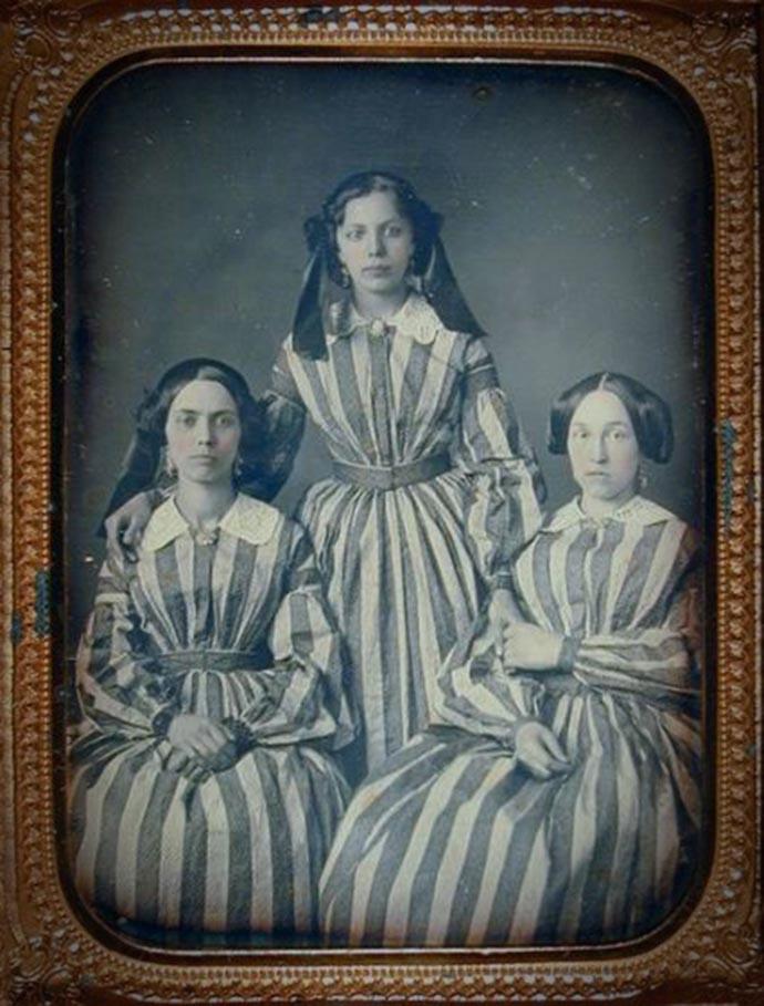 Victoriaans portret met drie vrouwen