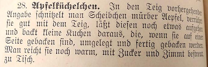 Oud recept voor appelpannenkoekjes uit het traditionele Duitse kookboekboek Die Gute Bürgerliche Küche door Sophie von Berg (1906).