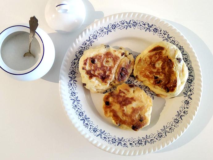 Ouderwets recept voor oma's appelpannenkoekjes.