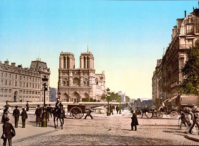 Fotochroom van de Notre-Dame in Parijs, periode 1890-1900 [Publiek domein].