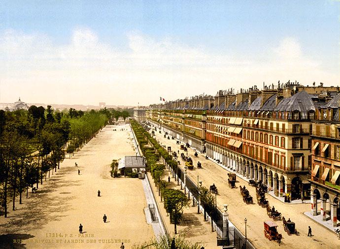 De Rue de Rivoli op een fotochroom uit 1890-1900.