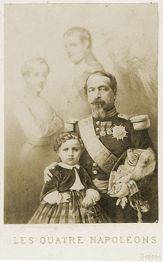 Vier keer Napoleon, met Napoleon Bonaparte, Napoleon II, Napoleon III, en diens zoontje Napoleon-Louis, op een propagandaposter uit 1858. [Publiek domein].