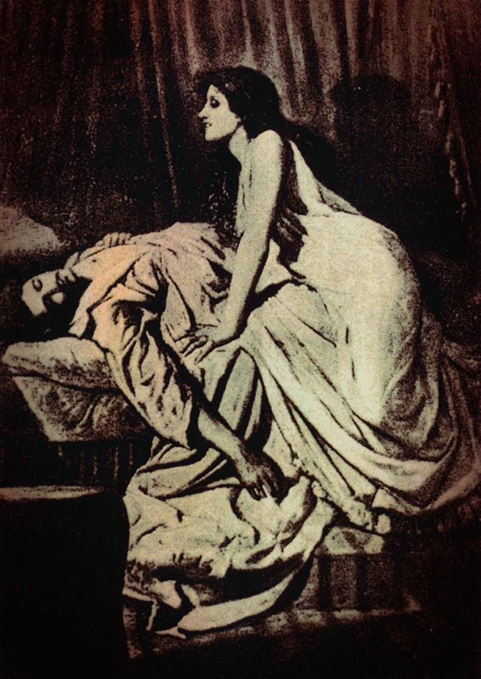 Fotografisch tableau vivant The Vampire (1897) door Philip Burne-Jones [Publiek domein]. Kleurenbewerking door My inner Victorian.