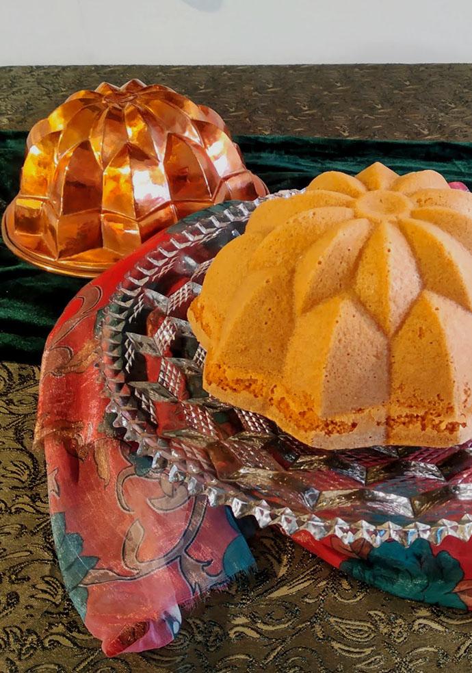 Cake met een koperen bakvorm