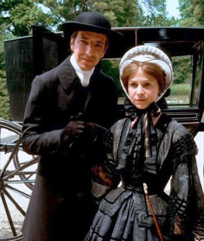 Mr. Slope, gespeeld door Alan Rickman, en Eleanor, de jongste dochter van Mr. Harding, gespeeld door Janet Maw. Promotiefoto voor The Barchester Chronicles © BBC 1982 (via IMBD).